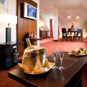 JAGDHOFbySchatzl-300x300 » hotel »